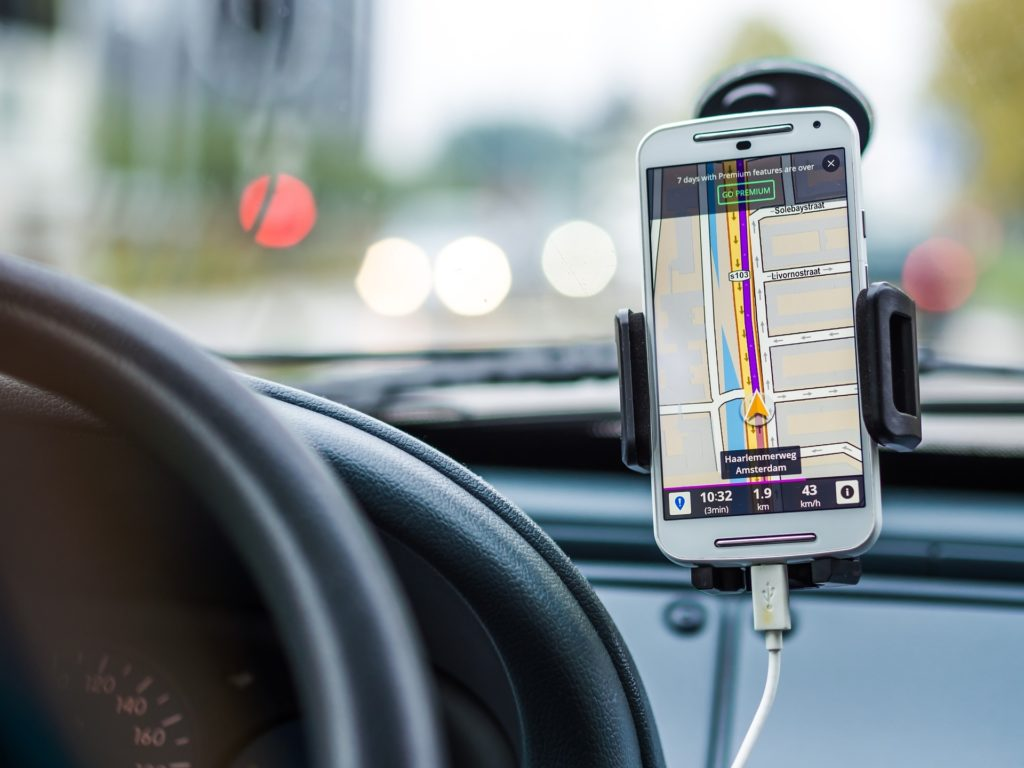 95cf8da44dc Mis tüüpi telefonihoidja autosse valida? | Autogeenius