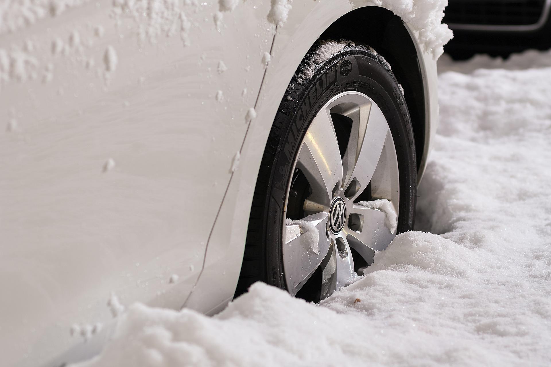 Kuidas lumme kinni jäänud auto liikuma saada?