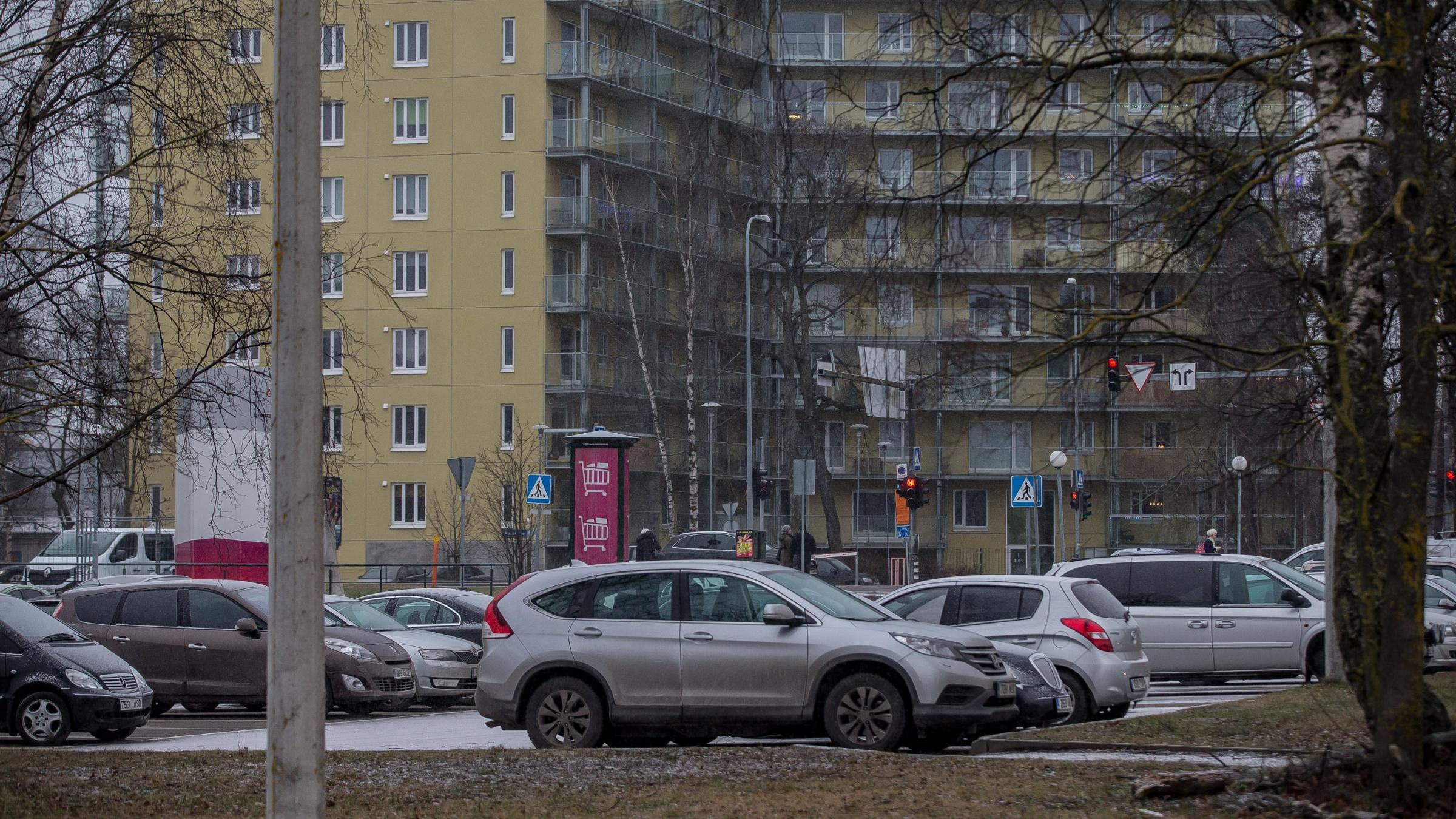Tallinn püüab korteriühistute parkimismuresid linna maale kasutusõiguse andmisega lahendada