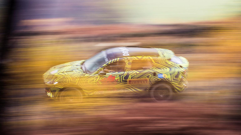 Video: Aston Martini peatselt valmiv linnamaastur kihutas Goodwoodil