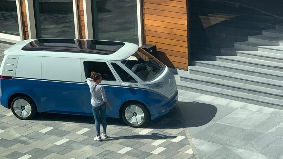 Piltuudis: Tallinnas märgati uue Volkswageni elektrikaubiku fotosessiooni