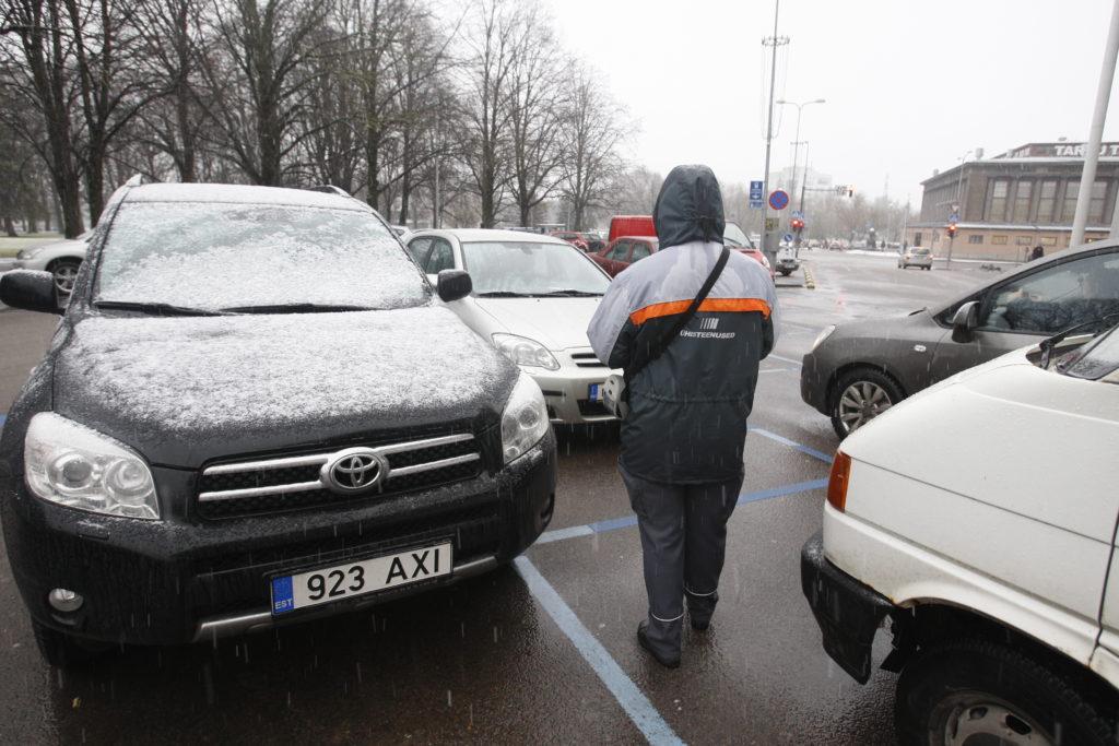 Ühisteenused on saanud kätte sõidukiomanike andmeid, kes pole parkimise eest maksnud