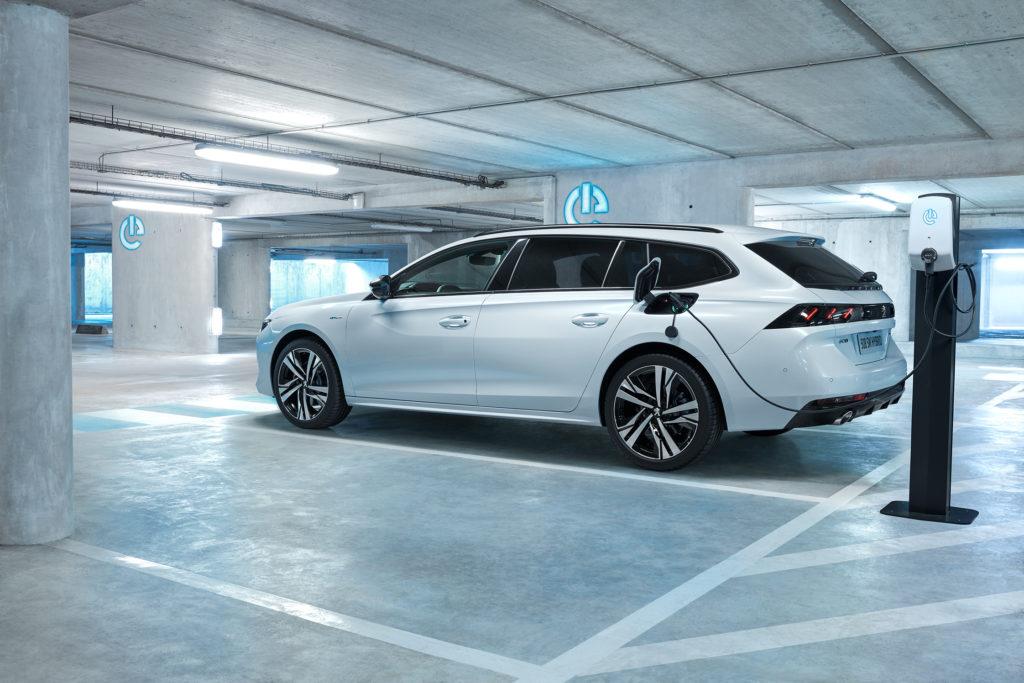 Peugeot' toob peagi turule murrangulised hübriidid, mis lubavad linnasõidud teha vaid elektri jõul